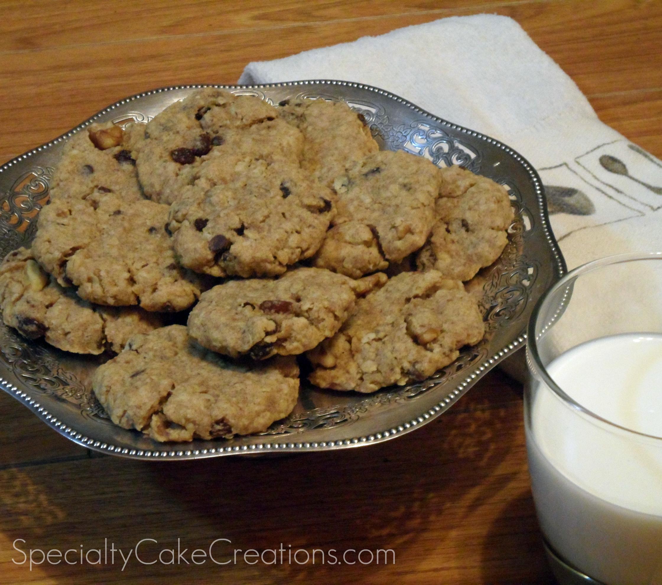 Raisin Oatmeal Cookies with Milk