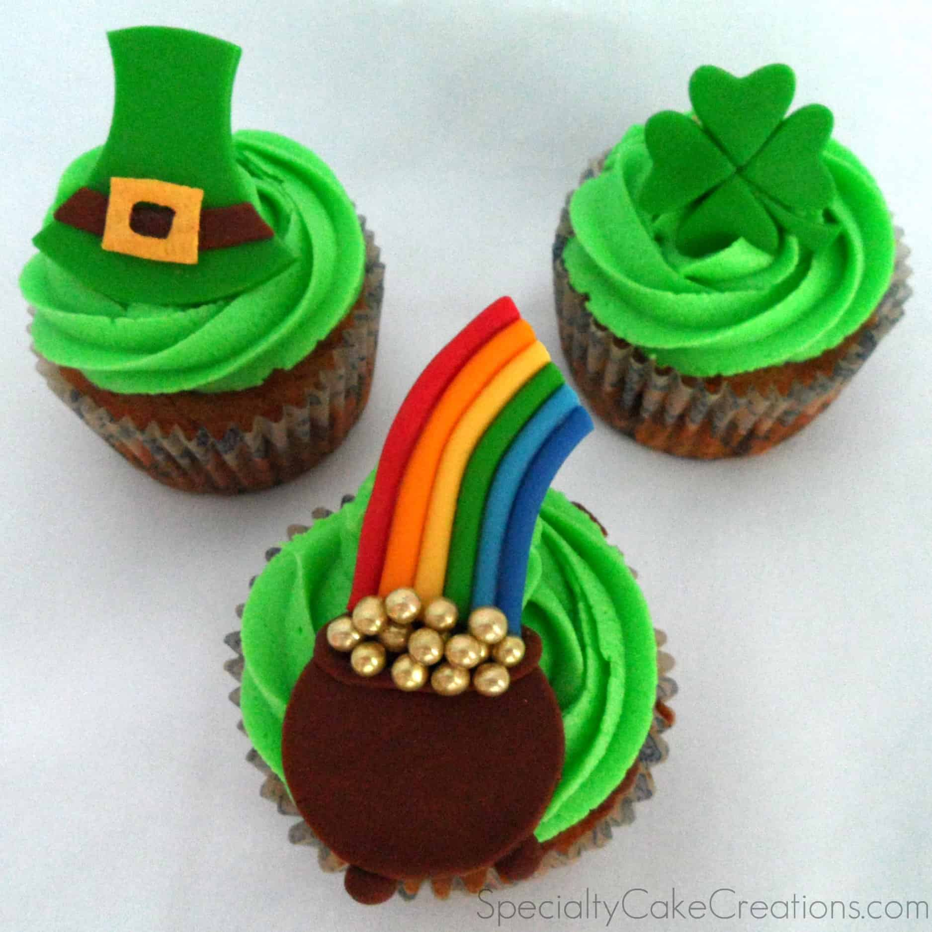 How To Make A Shamrock Cake Out Of Cupcakes
