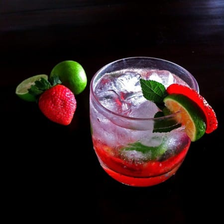 Strawberry Mojito Cocktail  | leelalicious.com