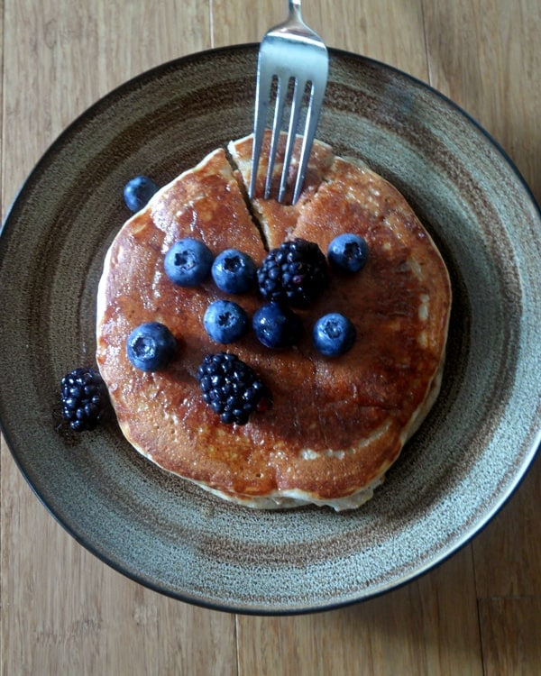 Whole Wheat Pancakes with Greek Yogurt | leelalicious.com