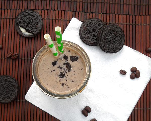 Skinny Oreo Coffee Milkshake | leelalicious.com