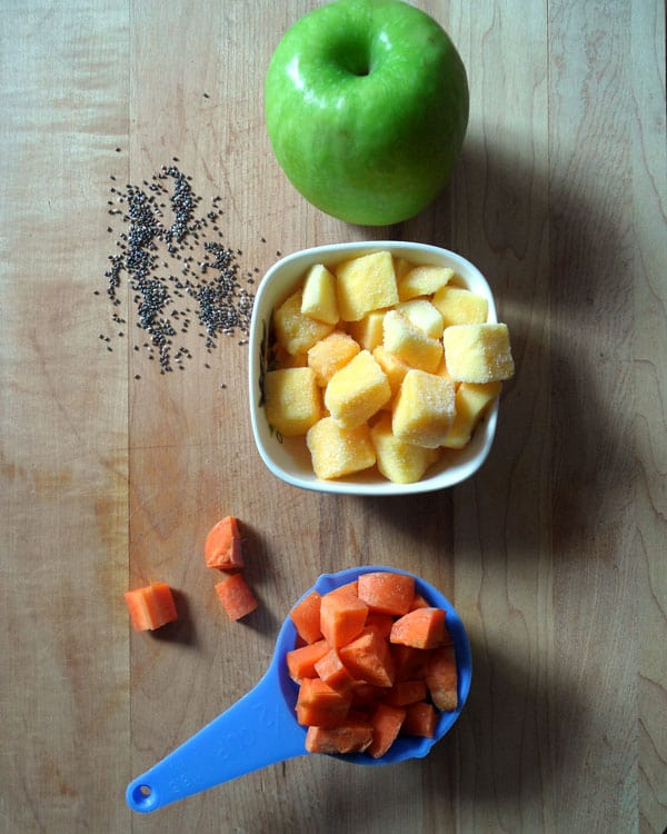 Carrot Mango Apple Smoothie with Chia Seeds | leelalicious.com