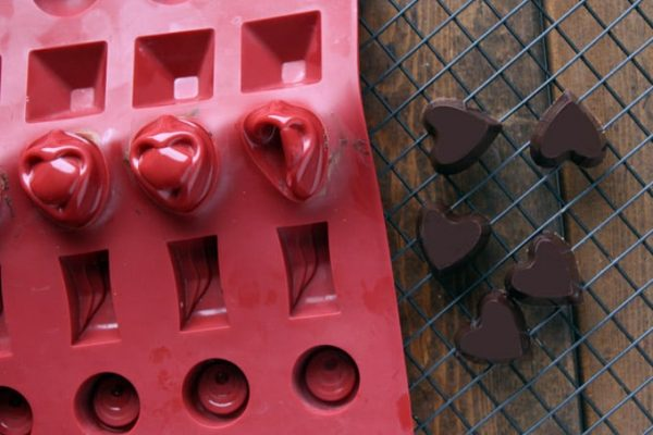 Making Easy Homemade Valentine's Chocolates Holiday Hearts Mold