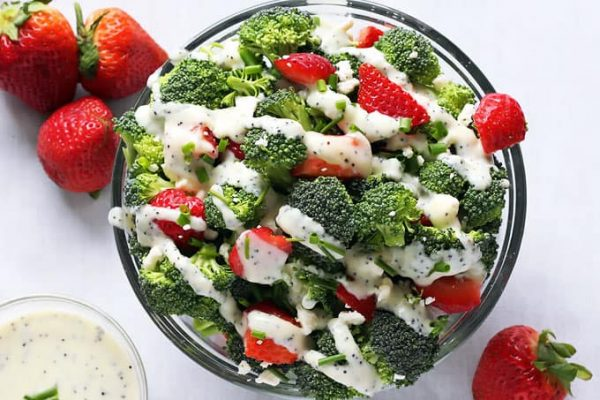 Broccoli Strawberry Salad with Dressing