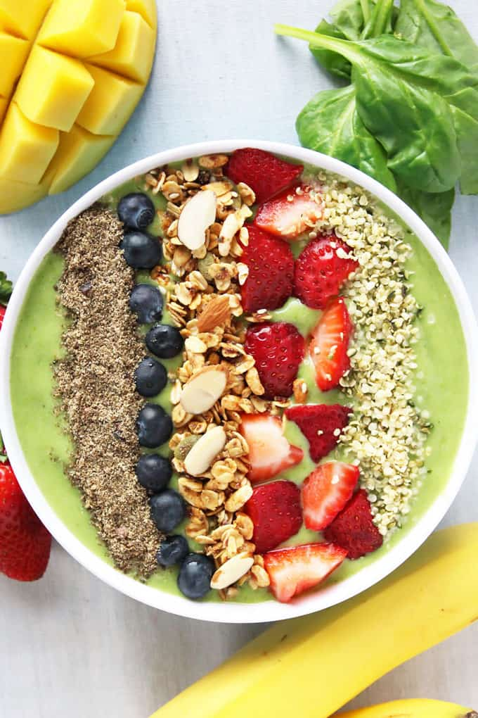 Green Smoothie Bowl with Berries