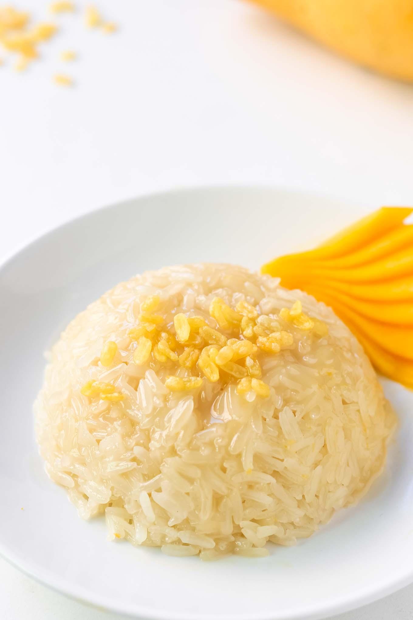 Sticky Rice with Mango Slices