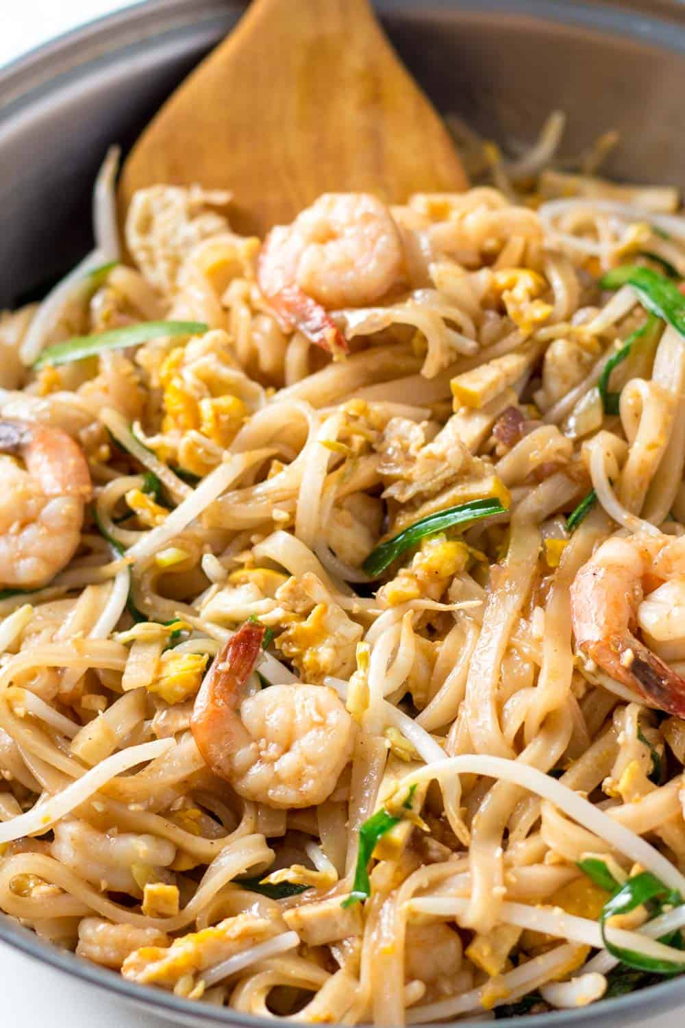 The best shrimp pad thai recipe leelalicious this is the best shrimp pad thai recipe i learnt it in a cooking class forumfinder Choice Image