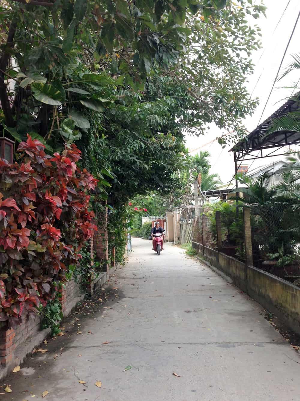 Alley-Hoi-An-Vietnam