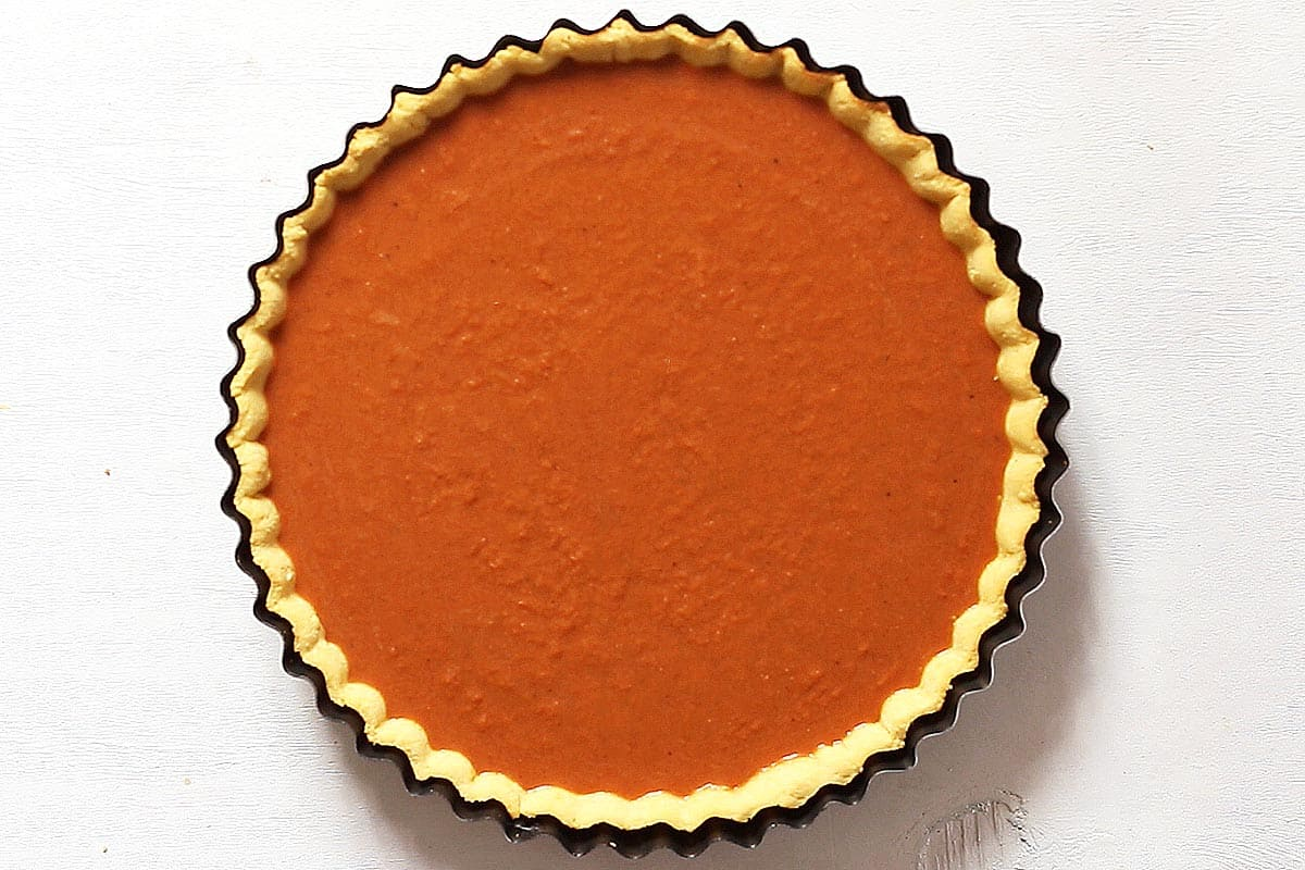 Unbaked Paleo Pumpkin Pie Filling in Pie Shell