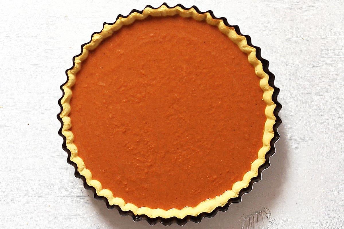 Unbaked Paleo Pumpkin Pie Filling in Pie Shell