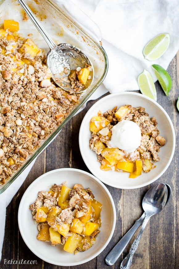 Pineapple crumble in bowls